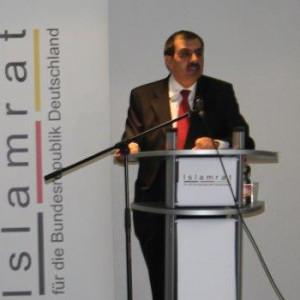Ali Kızılkaya während seiner Rede bei der Islamrat-Hauptversammlung