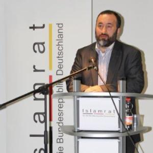 Burhan Kesici während seiner Rede bei der Islamrat-Hauptversammlung